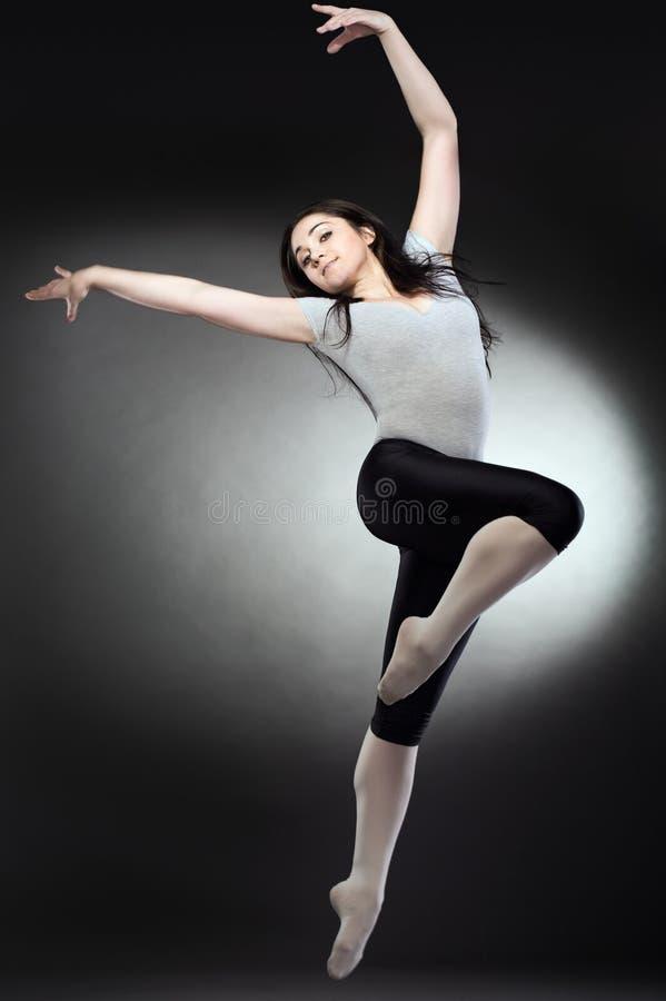 холодная женщина танцора стоковое изображение