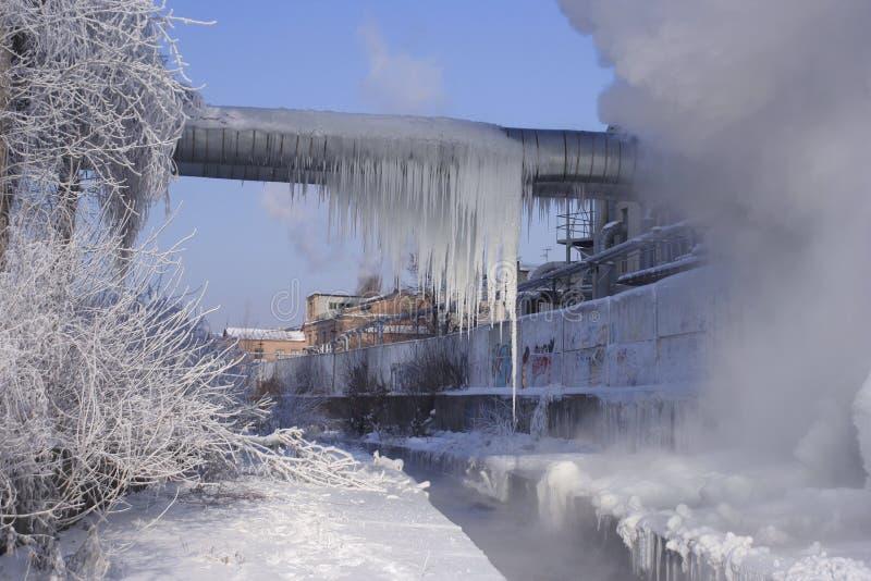 Download холодная фабрика стоковое фото. изображение насчитывающей смог - 483304