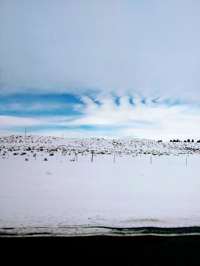 Холодное голубое небо стоковые изображения rf
