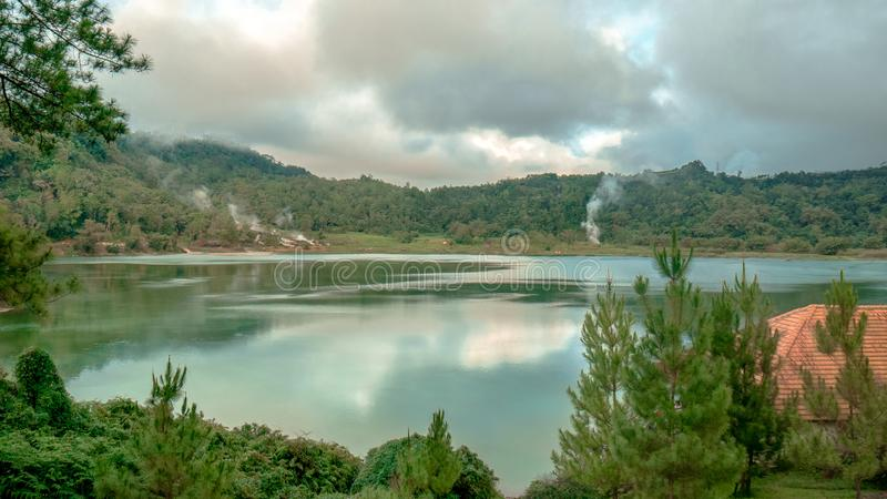 Холодные флюиды на озере Linow стоковые изображения