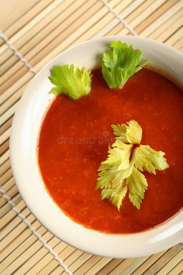 холодный, котор служят томат супа стоковые фотографии rf