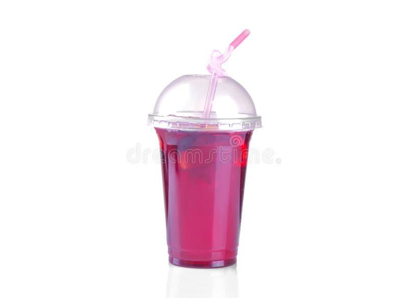 Холодный чай karkade в устранимом стекле на белизне изолировал предпосылку стоковое фото rf