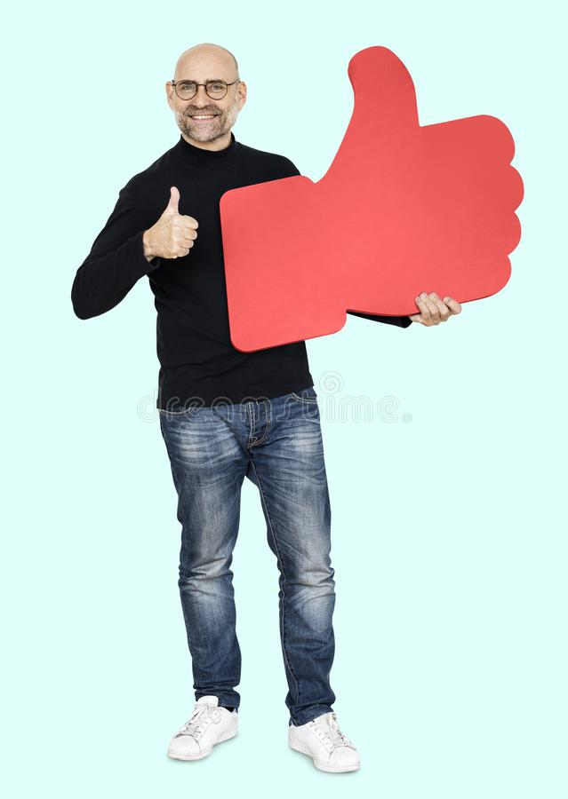 Холодный человек с большие пальцы руки вверх стоковая фотография