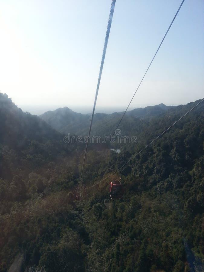 Хорошие взгляд сверху и пейзаж горы внутри гор стоковое изображение