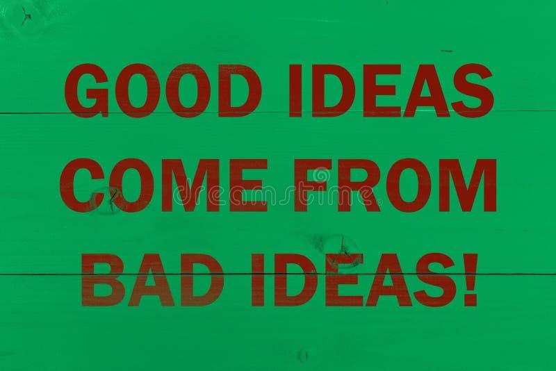 Хорошие идеи приходят от плохих идей Абстрактная деревянная предпосылка концепции стоковая фотография