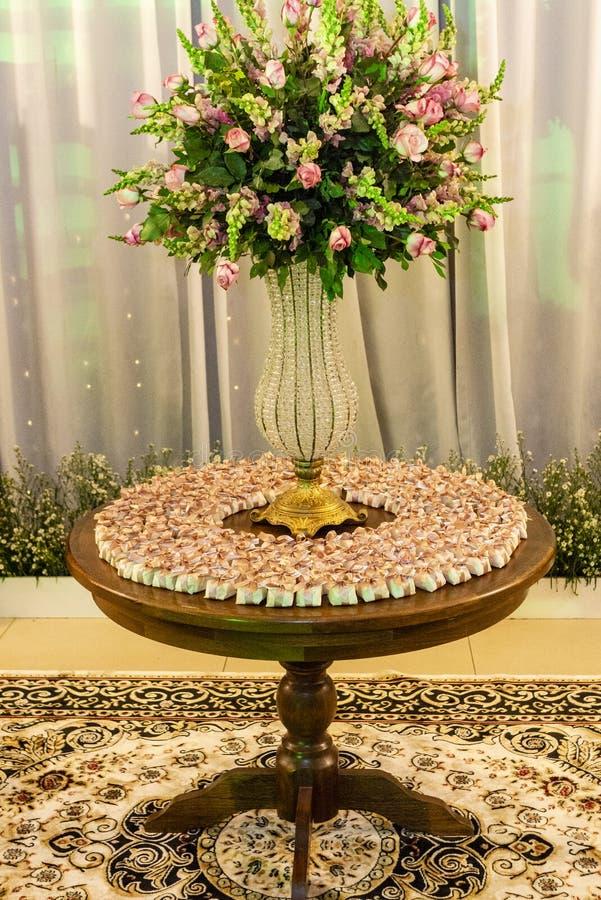 Хорошо пожененный на таблице украшенной для события стоковая фотография rf