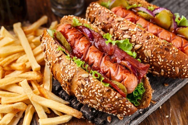 Хот-дог зажаренный барбекю стоковые фотографии rf