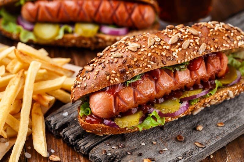 Хот-дог зажаренный барбекю стоковое изображение rf
