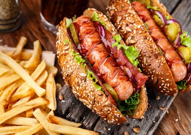 Хот-дог зажаренный барбекю стоковое фото