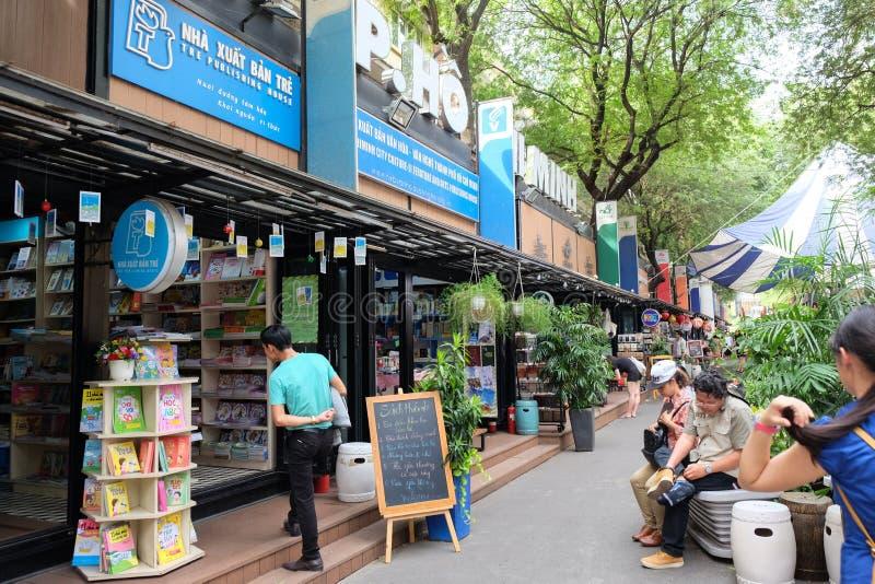 Хошимин, Вьетнам - 29-ое апреля 2018: Улица книги Хошимина с много bookstore в центре города на Nguyen Van стоковые фотографии rf