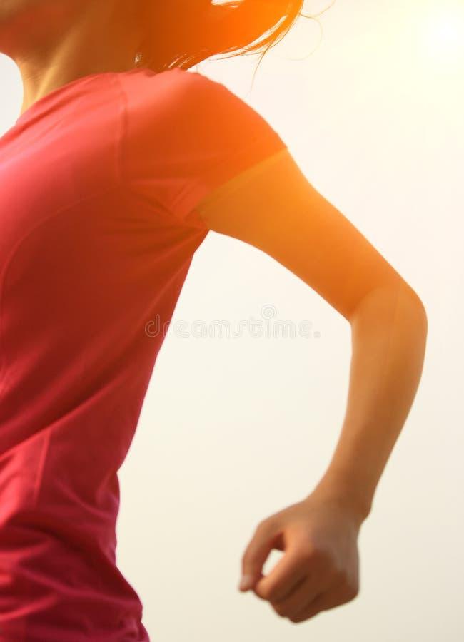 Download Ход женщины здорового образа жизни азиатский Стоковое Фото - изображение насчитывающей девушка, bluets: 37930696