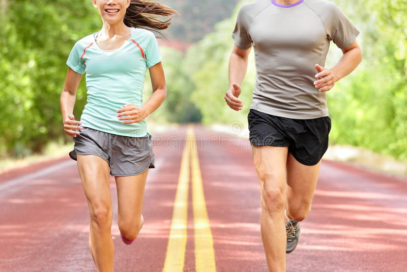 Ход здоровья и фитнеса - бегуны jogging стоковые изображения rf