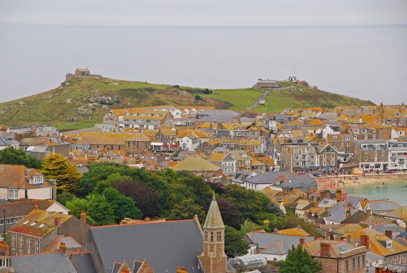 Холмистый городок взморья St Ives Корнуолла стоковое фото