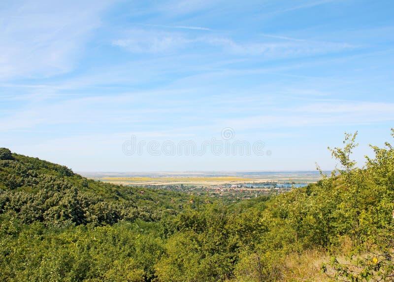 Холмы на Ghioroc Arad Румынии стоковое фото