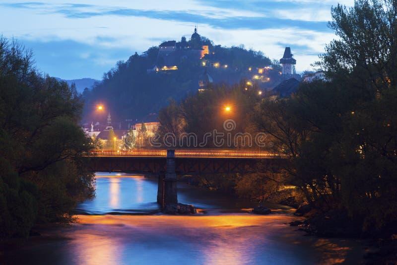 Холм замка и река Mur стоковое изображение