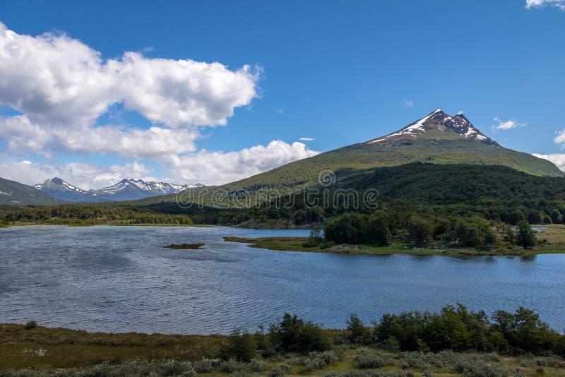 Холм кондора и озеро Roca на национальном парке в Патагонии - Ushuaia Огненной Земли, Огненной Земле, Аргентине стоковая фотография rf