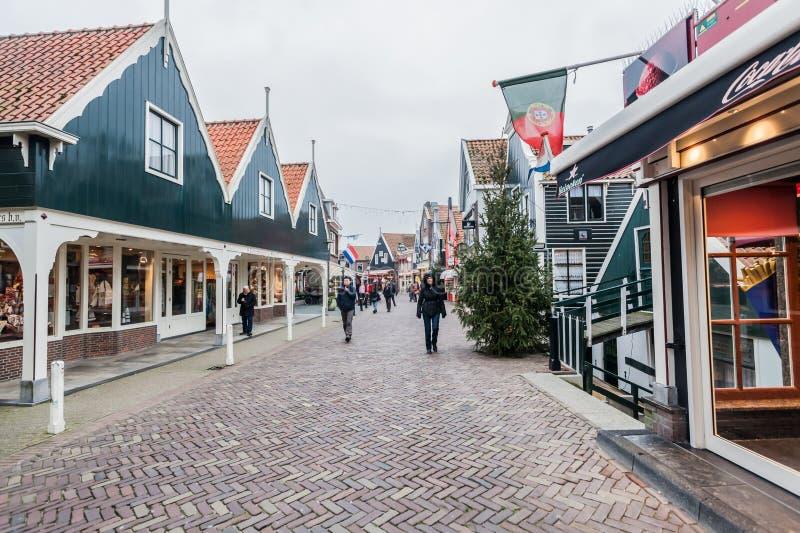 Холод идя дождь влажная зима в Volendam стоковое изображение