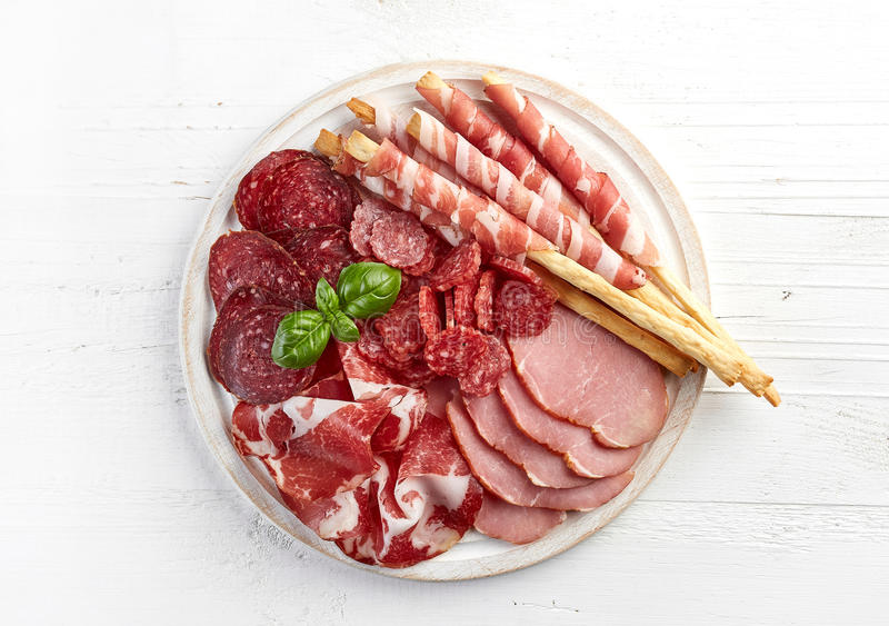 Холодная копченая плита мяса стоковые изображения rf