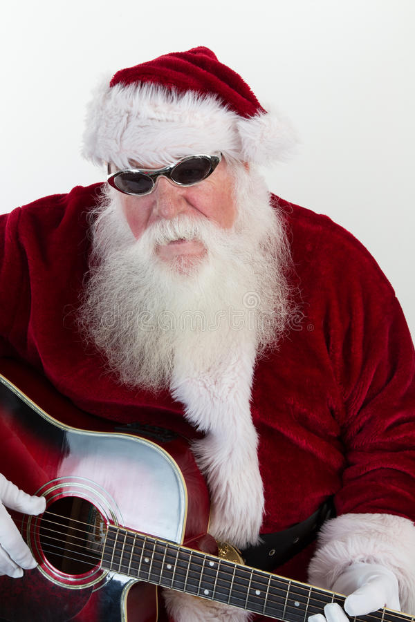 Холодное Санта играет гитару стоковое изображение