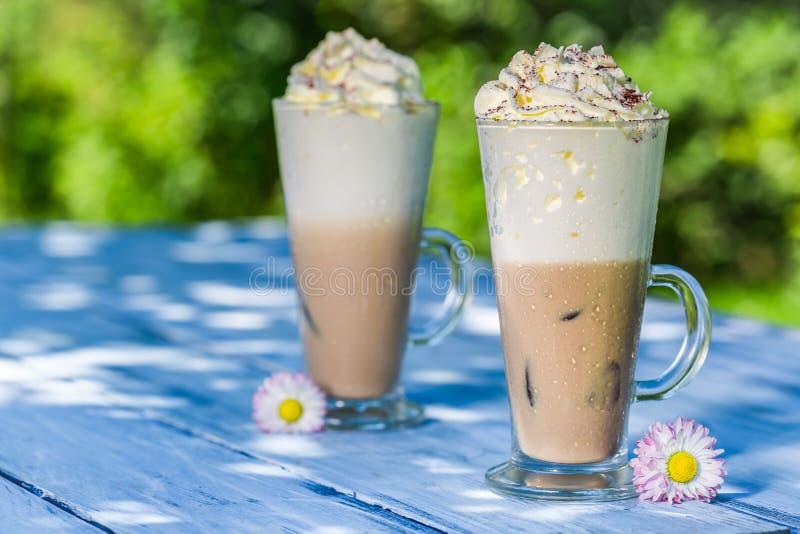 Холодный кофе с взбитой сливк стоковое изображение rf