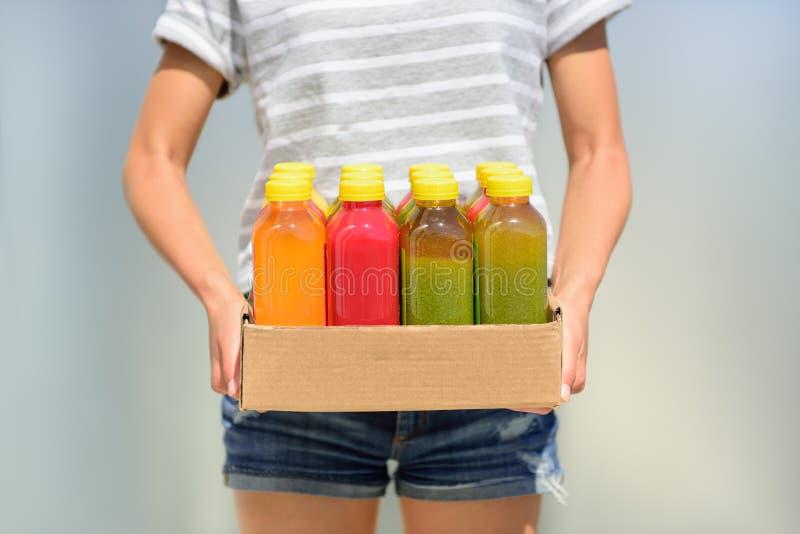 Холодный - отжатые фруктовые соки фруктов и овощей для диеты стоковая фотография rf