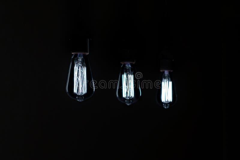 Холодный свет винтажных лампочек стоковая фотография
