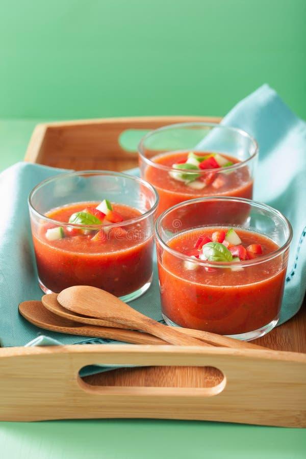 Холодный суп гаспачо в стеклах стоковое изображение