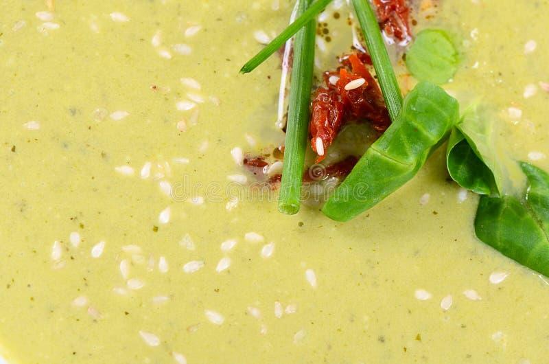 Холодный суп огурца с семенами сезама стоковые изображения rf