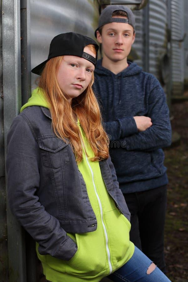 2 холодных подростка стоковое изображение rf