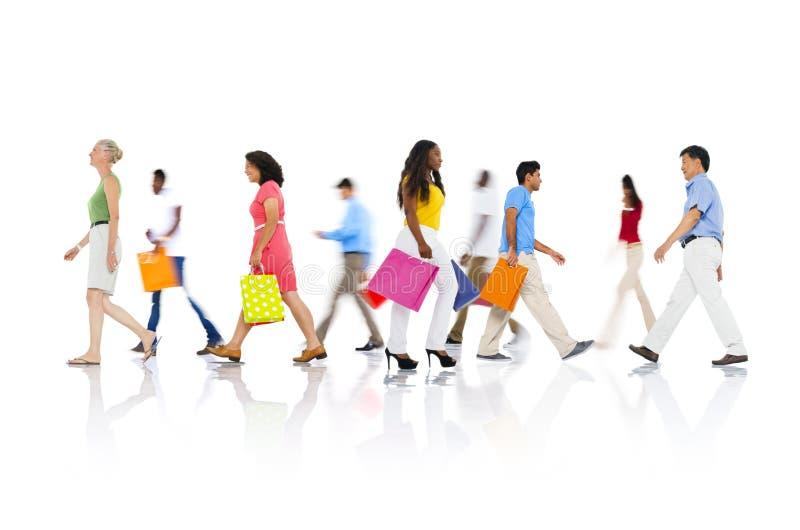 Ходя по магазинам концепция продажи потребителя розничного клиента приобретения стоковое изображение