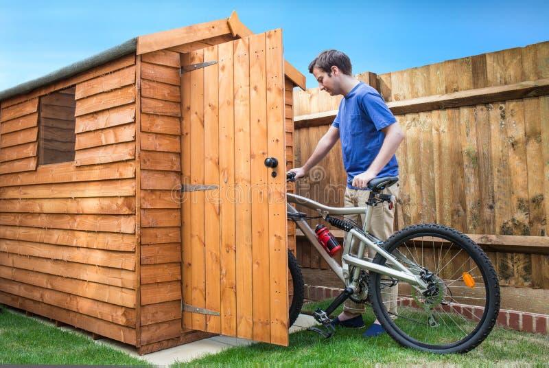 Хранение велосипеда стоковое изображение