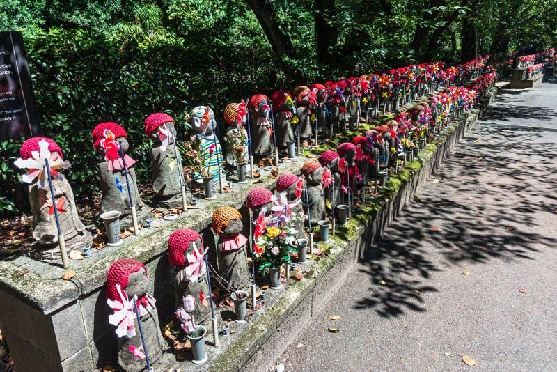 Хранительские божества детей в храме Зожодзи, Токио стоковое фото rf