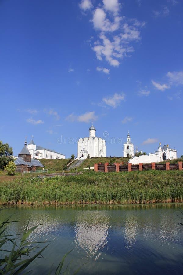 Христианская церковь на банках реки стоковое изображение
