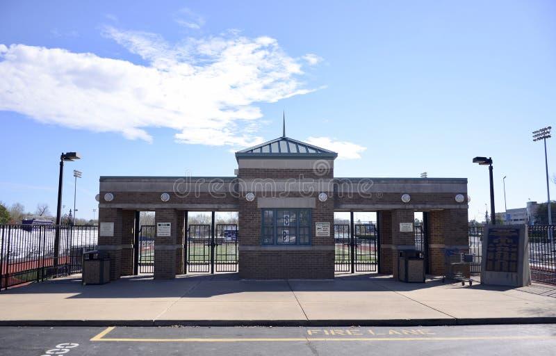 Христианский вход стадиона средней школы братьев стоковые изображения rf