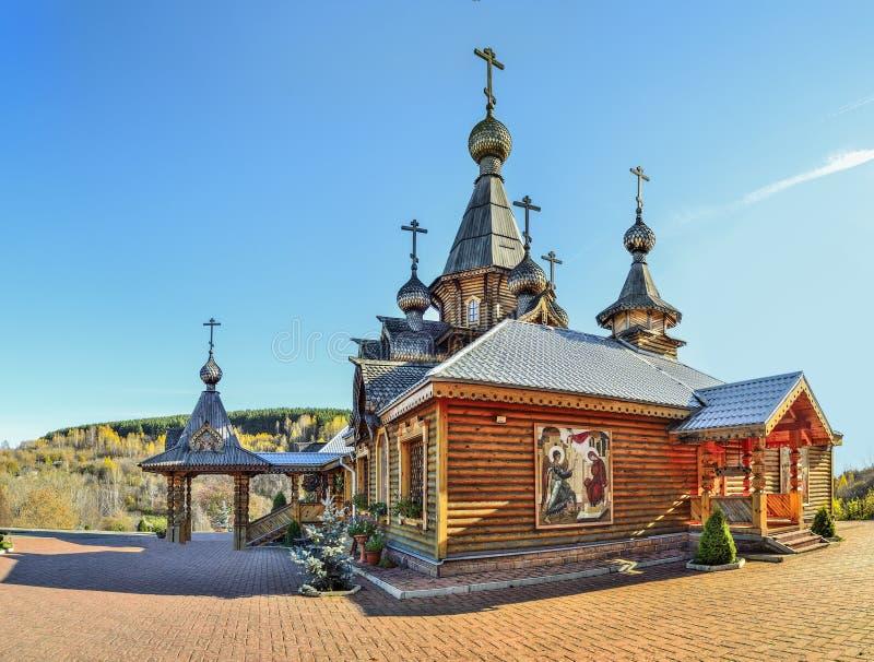 Христианский деревянный висок святого ратника Джона мученика в Novokuzne стоковые изображения rf