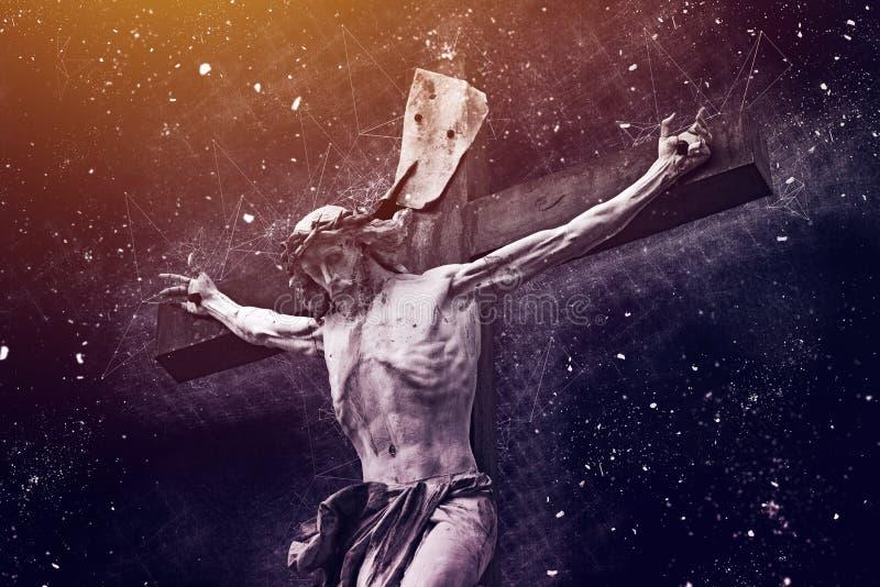 Христианский крест с статуей Иисуса Христоса стоковое фото rf
