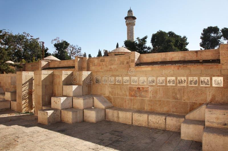 Христианский памятник дальше через Dolorosa - сбросы страсти Иисуса в Иерусалиме Израиль стоковое изображение rf