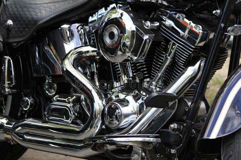 Хром двигателя мотоцикла и серебряный цвет стоковая фотография