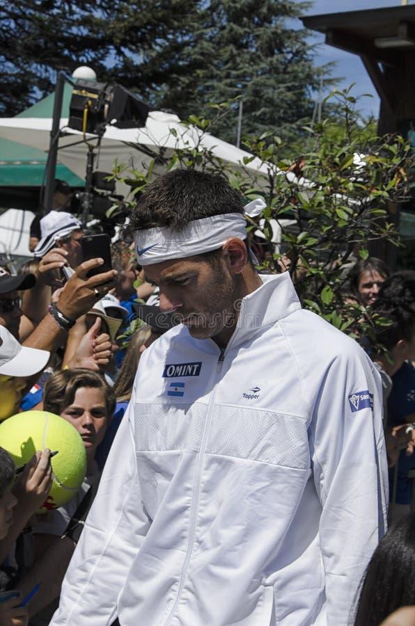 Хуан Мартин Del Potro сконцентрировало перед игрой стоковая фотография rf