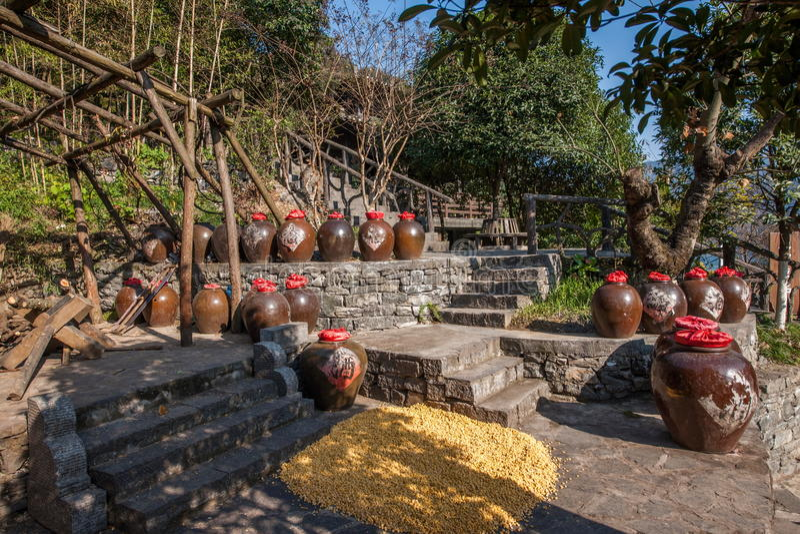 Хубэй Yiling Река Янцзы Three Gorges Dengying Xia в мастерской вина коттеджа Wang ба ` людей Three Gorges ` стоковые фотографии rf