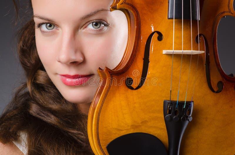 Художник женщины с скрипкой стоковая фотография rf