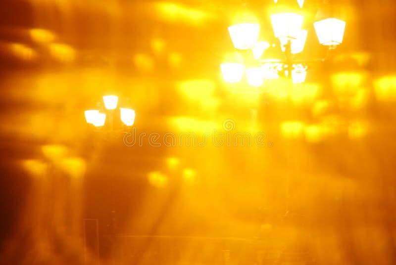 Художнический запачканный, абстрактный взгляд уличных светов города через калейдоскоп стоковые фотографии rf