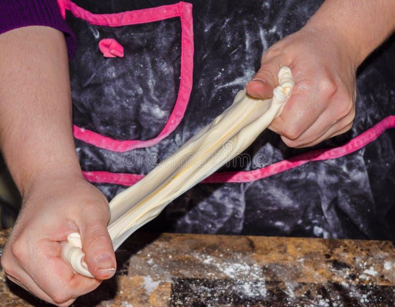 Хлебопеки работая руки стоковые фотографии rf