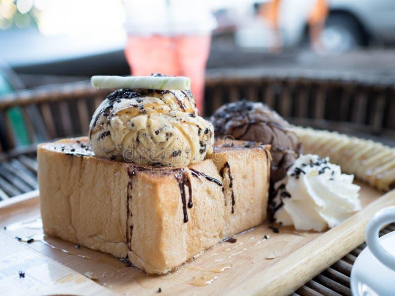 Хлеб и мороженое здравицы стоковые изображения