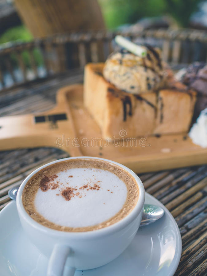 Хлеб и мороженое здравицы стоковые фотографии rf