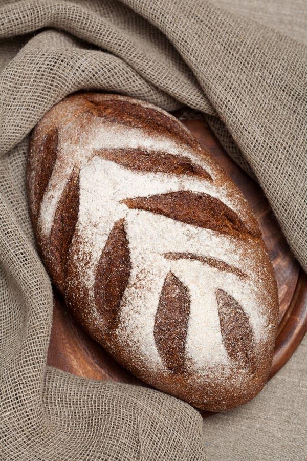 Download Хлеб на деревянной доске стоковое фото. изображение насчитывающей кашевар - 40582276