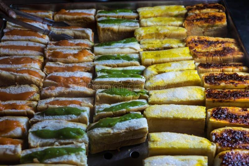 Хлеб лоточницы рынка ночи стоковое изображение