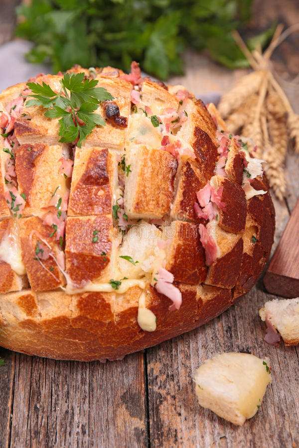 Хлеб притворной тяги отделенный стоковое изображение