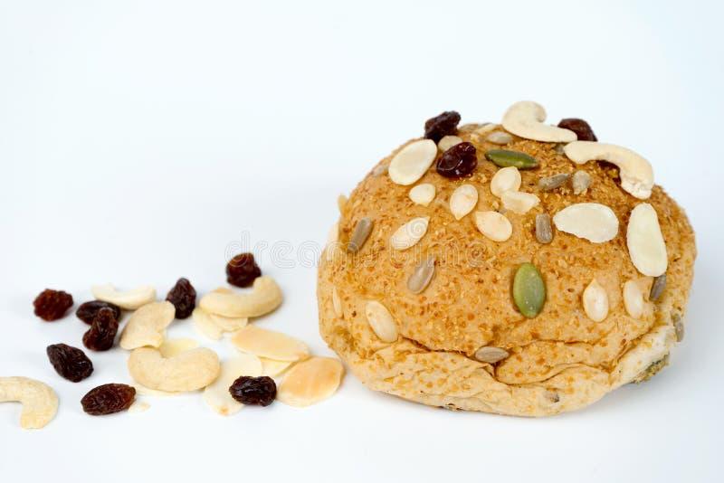 Download хлеб плюшки зерен на белой предпосылке Стоковое Изображение - изображение насчитывающей bakersfield, печенье: 81811053