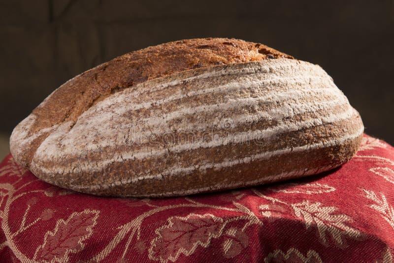 Хлеб ремесленника в корзине 3 стоковое фото